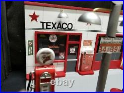 TEXACO GAS STATION FRONT With 2 PUMP ISLAND, HAND CRAFTED, 118TH SCALE, DIORAMA