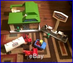 Vintage Texaco Playskool Playset Gas Service Station Car Wash Gas Pumps 44272